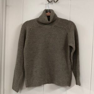 Gray/ tan knitted sweater